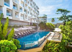The Andaman Beach Hotel Phuket Patong - Phuket City - Pool