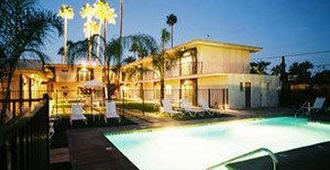 7 Springs Inn & Suites - Palm Springs - Pool