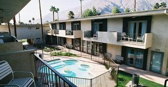 7 Springs Inn & Suites - Palm Springs - Bygning