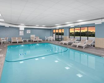 Holiday Inn Express & Suites South Portland - South Portland - Zwembad