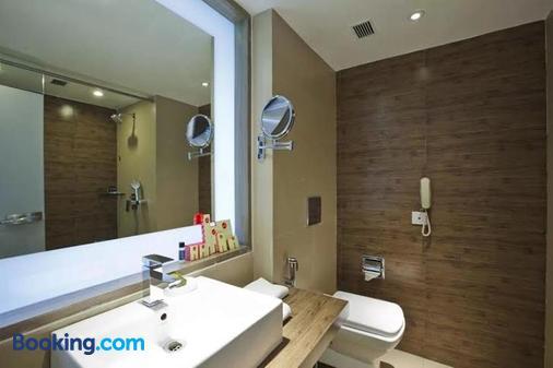 Spree Shivai Hotel - Pune - Bathroom