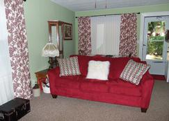 Little White Cottage-Country Setting In Town Just 3 Mi From The Ark Encounter - Williamstown - Living room