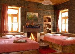 Agios Germanos Traditional Hotel - Agios Germanos - Schlafzimmer