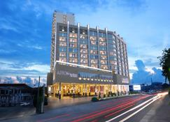 Aston Batam Hotel & Residence - Batam - Building