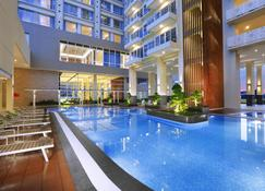 Aston Batam Hotel & Residence - Batam - Pool