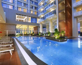 Aston Batam Hotel & Residence - Lubuk Baja - Басейн