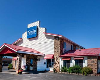 Travelodge by Wyndham Escanaba - Escanaba - Building