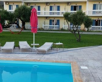 Elaias Gi Residence - Moussata - Pool