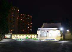 Planet Inn Hotel Baku - Baku - Gebäude