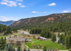 Rainbow Ranch Lodge - Big Sky - Outdoor view