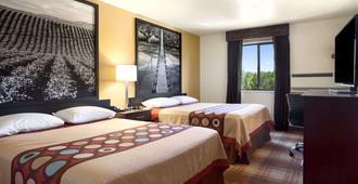 Super 8 by Wyndham Idaho Falls - Idaho Falls - Bedroom