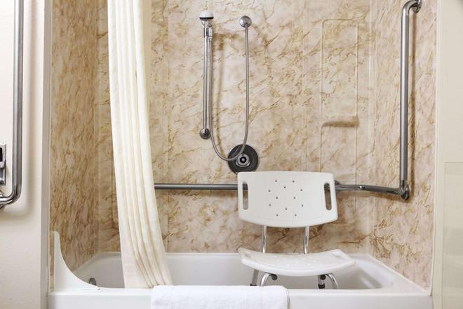 Super 8 by Wyndham Idaho Falls - Idaho Falls - Salle de bain