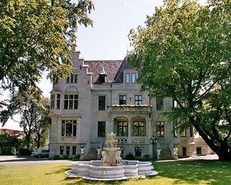 Schlosshotel Zum Markgrafen - Кведлінбург - Building