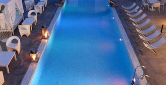Aressana Spa Hotel and Suites - Fira - Piscina