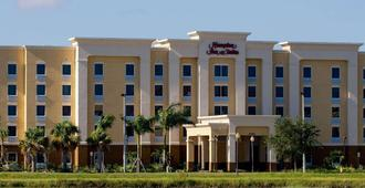 Hampton Inn & Suites Fort Myers-Colonial Blvd. - Fort Myers - Building
