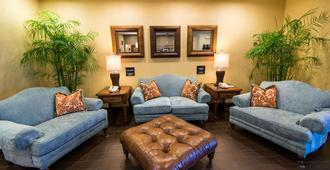 Hampton Inn & Suites Fort Myers-Colonial Blvd. - Fort Myers - Living room