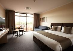 Adelaide Meridien Hotel & Apartments - Adelaide - Bedroom