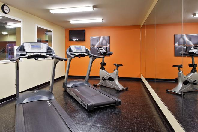 Country Inn & Suites by Radisson, Marion, IL - Marion - Gym