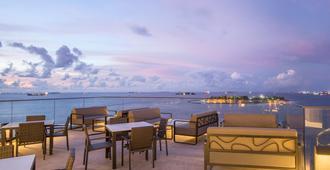 Maagiri Hotel - Malé - Balcón