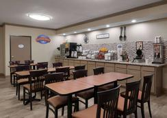Baymont by Wyndham Belleville Airport Area - Belleville - Restaurante