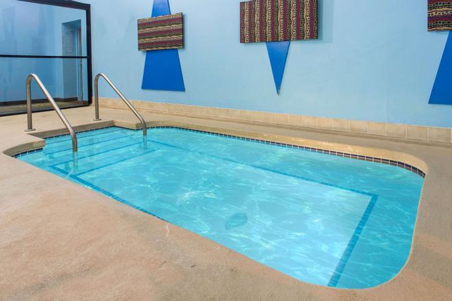 Super 8 Beloit - Beloit - Pool