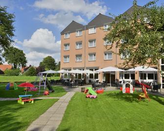 Michel & Friends Hotel Lüneburger Heide - Hodenhagen - Außenansicht