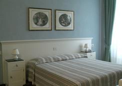 Hotel Alpino - Barga - Schlafzimmer