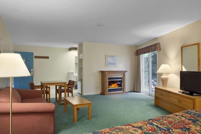 Travelodge by Wyndham Bracebridge - Bracebridge - Sala de estar