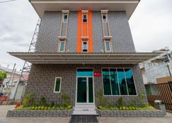 RedDoorz Syariah @ Panglima Polem Aceh - בנדה אקה - בניין