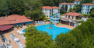 綠島客棧 - 式 - 費特希耶 - 厄呂代尼茲 - 游泳池