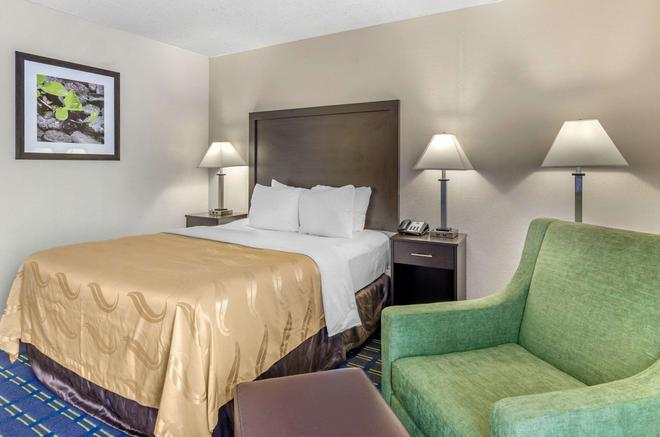 Quality Inn - Waynesboro - Bedroom