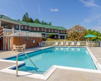 Quality Inn Waynesboro - Waynesboro - Pool
