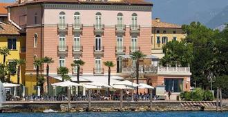 Bellavista Hotel Deluxe Apartments - Riva del Garda - Building
