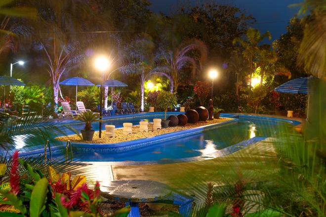 Heliconias Nature Lodge - Colonia Palmareña - Pool