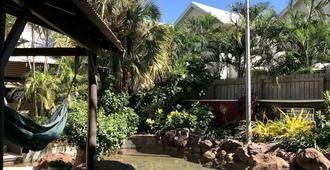 Kimberley Travellers Lodge - Hostel - Broome - Innenhof