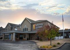 Stoney Creek Hotel & Conference Center Peoria - East Peoria - Building