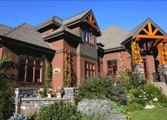 Buffaloberry Bed & Breakfast - Banff - Building