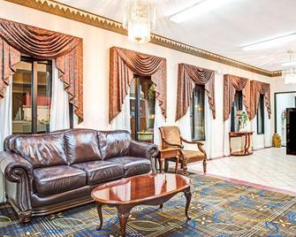 Days Inn by Wyndham Covington - Covington - Lobby