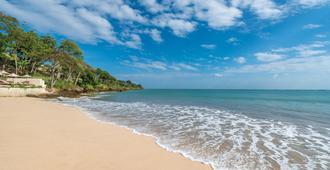 Four Seasons Resort Bali at Jimbaran Bay - South Kuta - חוף