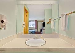塔奇拉西雅圖南部戴斯酒店 - 土克維拉 - 塔奇拉 - 浴室