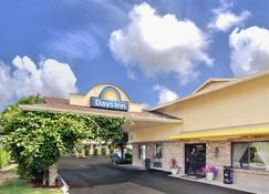 Days Inn by Wyndham Seattle South Tukwila - Tukwila - Building