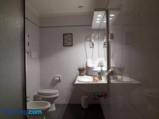 Hotel Montini - Peschiera Borromeo - Bathroom