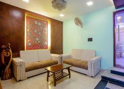 The Supreme Residency - Pallāvaram - Living room