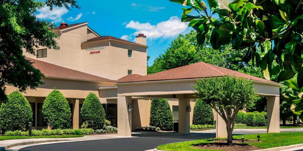 leonardo 1067264 phfwb exterior 0053 hor clsc O 475682 - Courtyard Williamsburg Busch Gardens Area Reviews