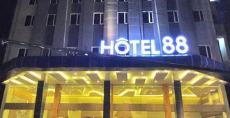Hotel 88 Fatmawati Jakarta - ג'קרטה - בניין