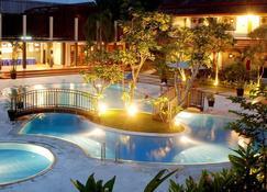 Lpp Garden Hotel - Джок'якарта - Басейн