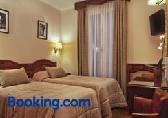 Hotel Minerve - Paris - Bedroom