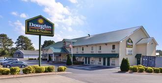 Douglas Inn And Suites - Cleveland - Building
