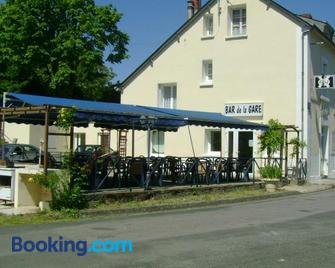 Hôtel Restaurant de la Gare (Studios Du Breuil) - La Roche-Posay - Building