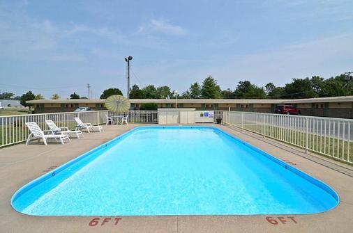 Americas Best Value Inn Iola - Iola - Pool